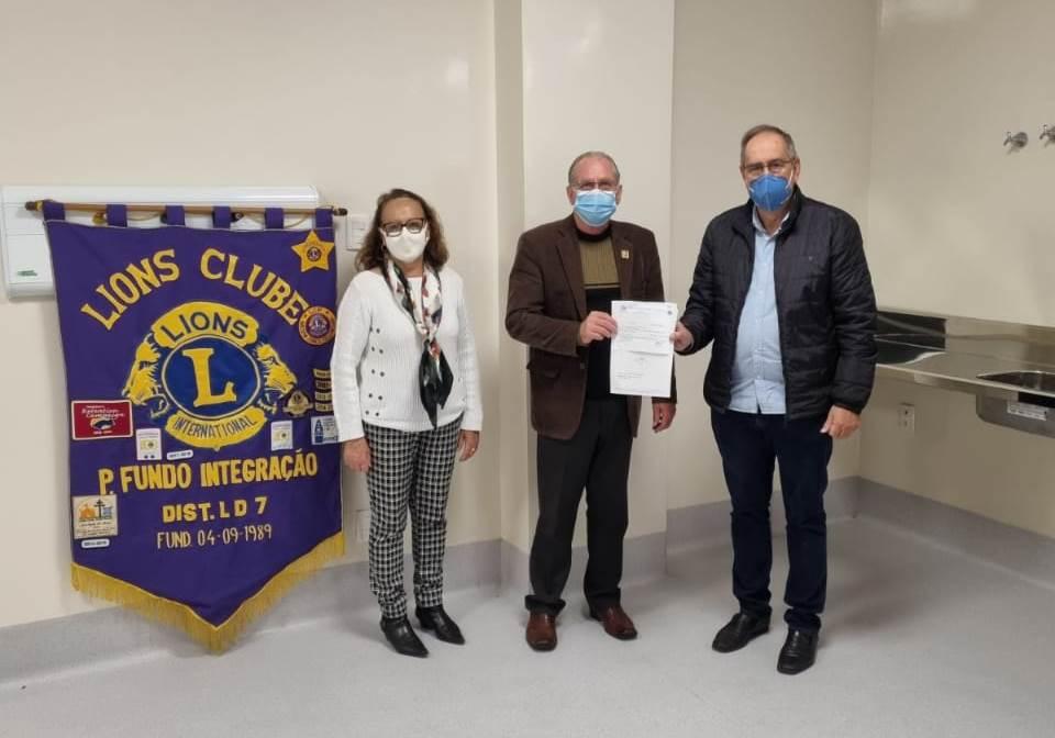 Lions Clube Integração efetua doação de R$ 1.800 ao Hospital de Olhos Lions